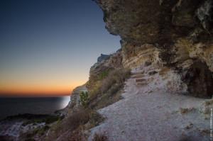 Пещера в лунном свете