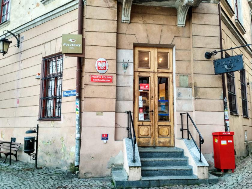 Почта Польши на площади Фарзе. Площадь названа по имени церкви, которая тут стояла.