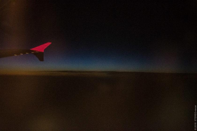 Восходы и закаты в космосе - это поистине часть путешествия! Когда мы садились в самолёт в Жулянах, солнце давно уже село и было довольно темно. Но поднявшись на 9 км в небо, можно было увидеть следы заката ещё раз.