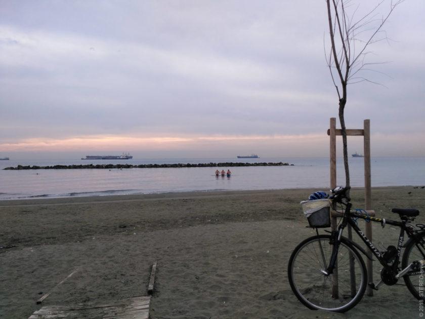 Продолжение восхода в Лимасоле. Тут уже купались более активно, так что я уже не мог не присоединиться к местным.