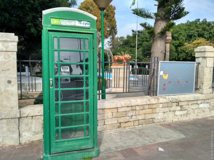 Телефонная связь - моя слабость, просто не могу пройти мимо никакой телефонной будки. Это перед городским парком.