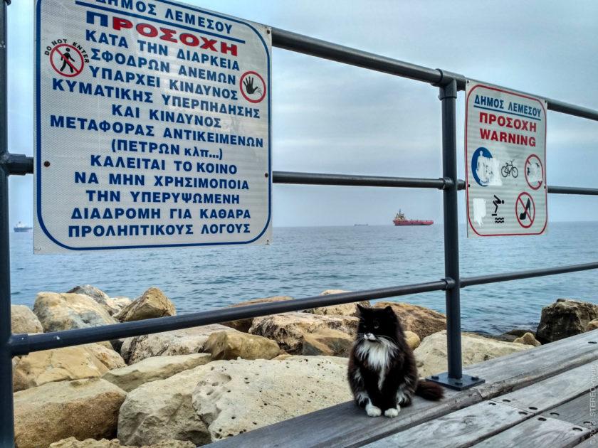 """Προσοχη (просохи) - означает """"Внимание"""". Непонятно, зачем писать предупреждение об опасности по-гречески, если этот язык приезжие почти не понимают, а местные и так знают обо всех опасностях?"""