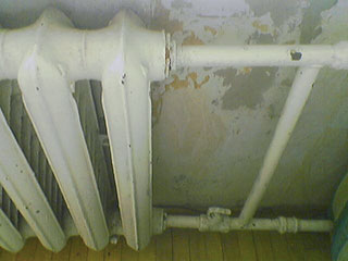 Cast-iron radiator with pipes